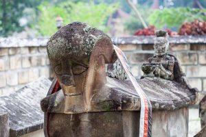 makam raja sidabutar - wisata danau toba