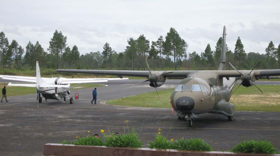 pesawat perintis bandara silangitbandara silangit , bandar udara silangit, bandara internasional silangit, silangit airport