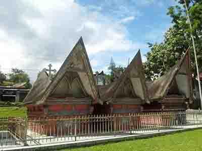 tourtoba.com - museum huta bolon