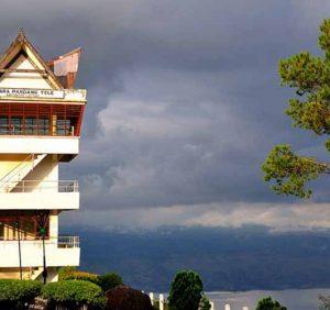 Menara Pandang Tele Samosir, Menikmati Keindahan Terbaik Danau Toba.