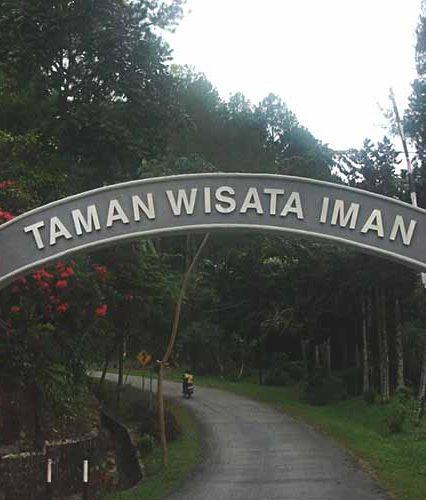 Berlibur Mengelilingi Taman Wisata Iman Sitinjo, Pulau Andalas