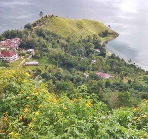 Melihat Keindahan Danau Toba Dari Ujung Bukit Sipolha