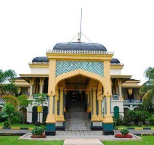 Pesona Wisata Istana Maimun di Medan