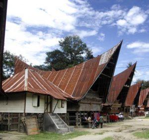 Lumban Suhi Suhi, Tempat Menarik Untuk Mengenal Kain Ulos Di Pulau Samosir