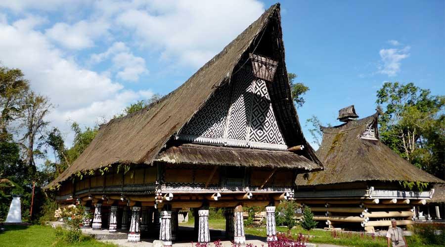 Tourtoba.com - wisata danau toba - Rumah Bolon Pematang Purba - tradisional rumah bolon - wisata bersejarah rumah bolon - rumah batak toba