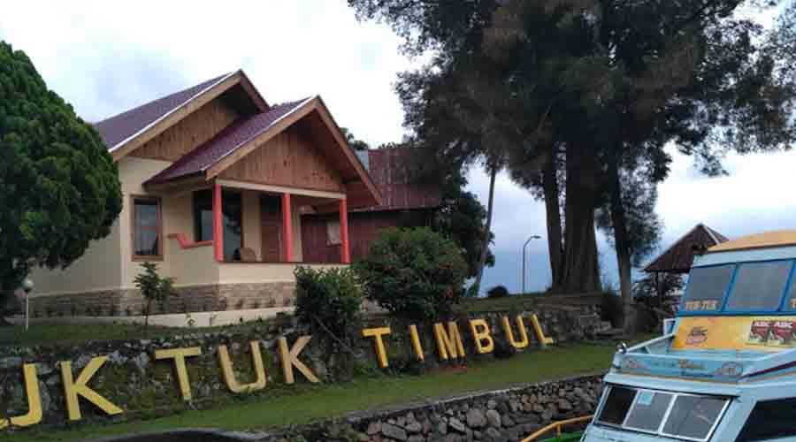 Tuktuk Timbul Bungalow