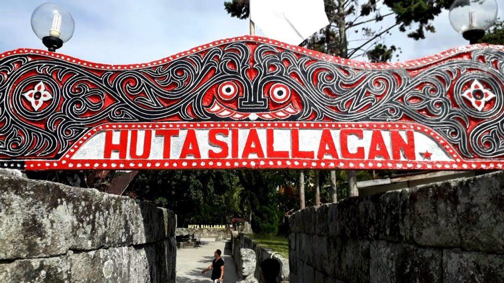 Sejarah Batu Kursi Raja Siallagan di Pulau Samosir