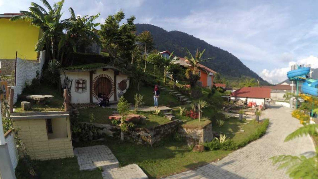 Wisata Rumah Hobbit Di Kabupaten Karo Yang Menarik Untuk Di Kunjungi