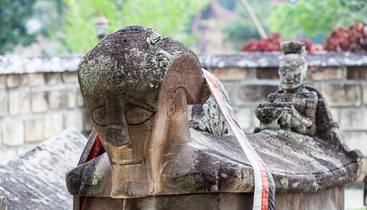 TourToba.com - Wisata Danau Toba, sejarah makam raja sida butar, makam raja sidabutar, pulau samosir, bukit gajah duduk, sumatera utara